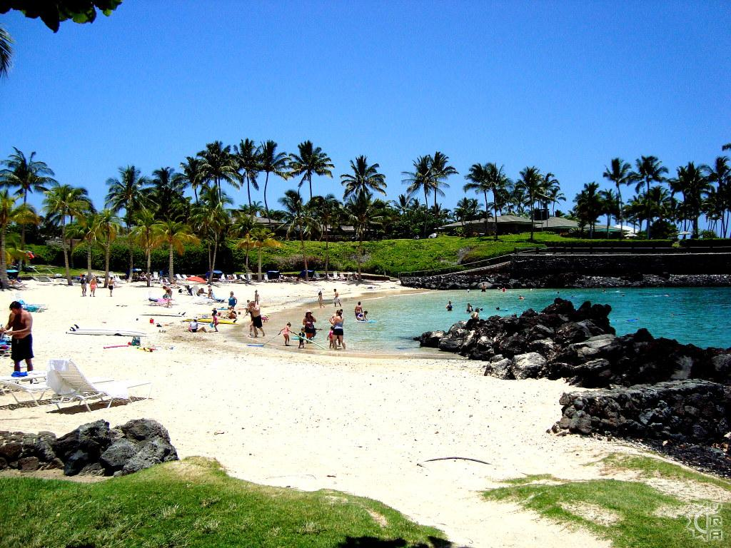 Hawaiian beach with people