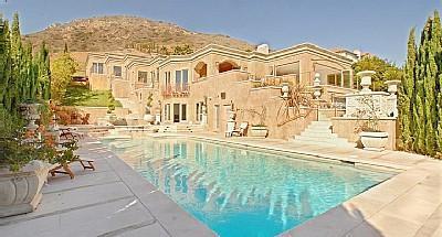 Villa Calcare - Malibu Mansion with Private Beach Access