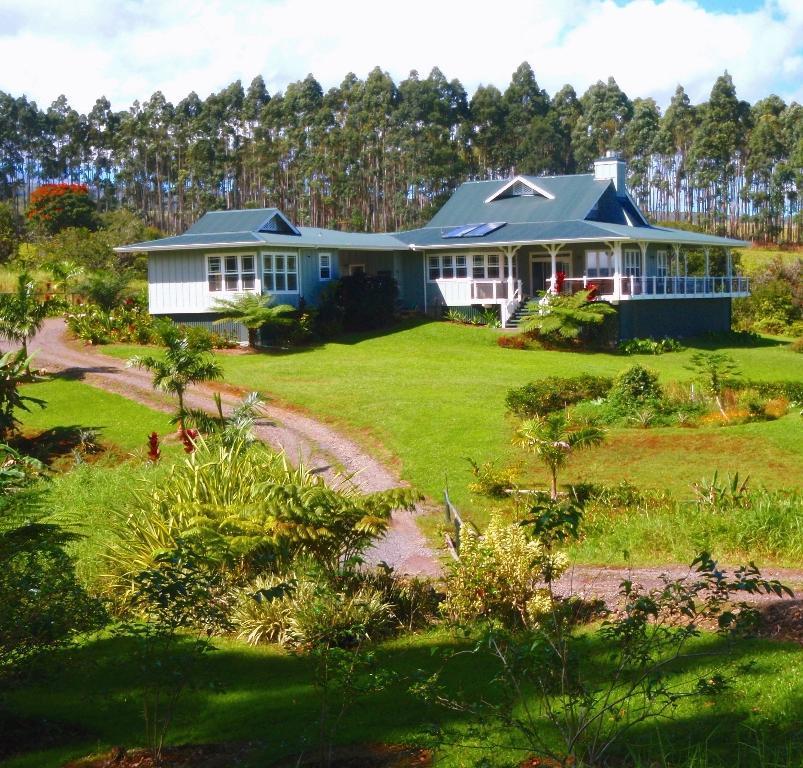 Kapehu retreat house vacation rental in hilo resorts big island hawaii usa house - Large summer houses energizing retreat ...