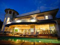 Lahaina vacation rental: Lahaina's Gem - 5BR Home